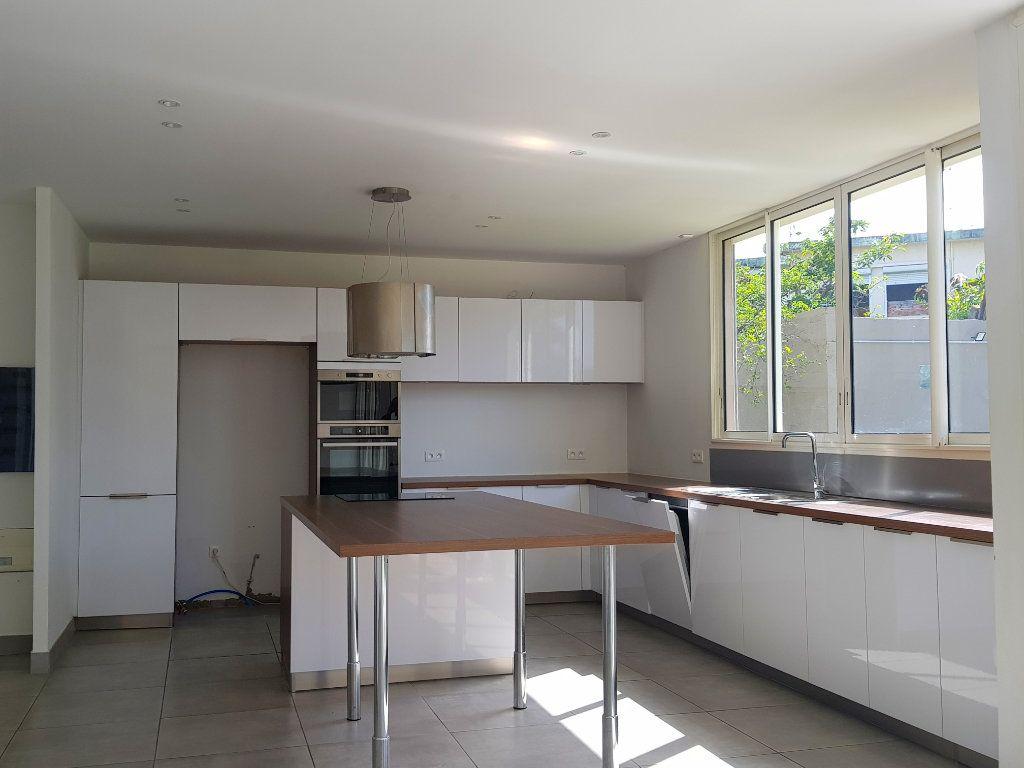 Maison à vendre 7 330.31m2 à Schoelcher vignette-2