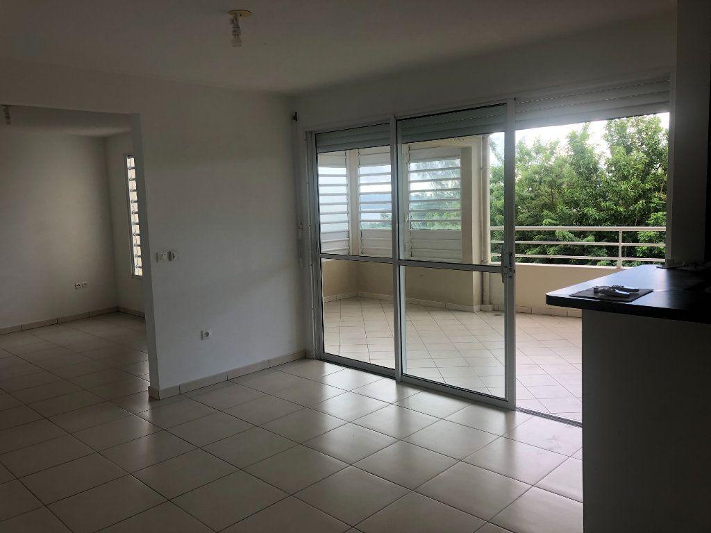 Appartement à louer 3 78.44m2 à Fort-de-France vignette-2