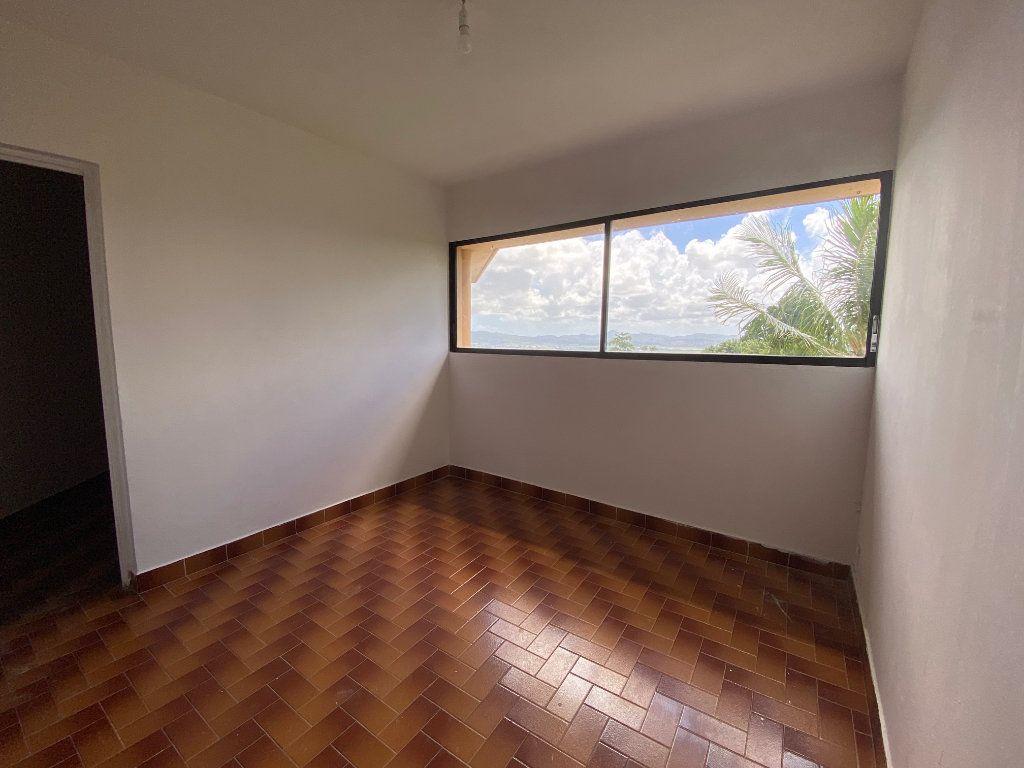 Appartement à louer 3 72m2 à Fort-de-France vignette-1