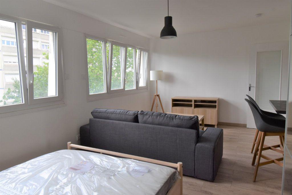 Appartement à louer 1 36.4m2 à Metz vignette-3