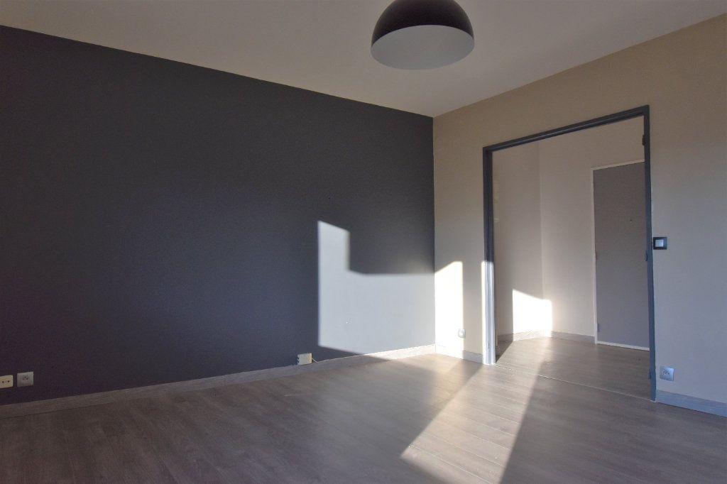 Appartement à louer 3 60.61m2 à Metz vignette-2