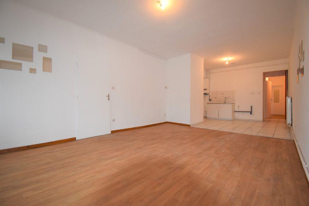 Appartement à louer 3 59.76m2 à Courcelles-sur-Nied vignette-2