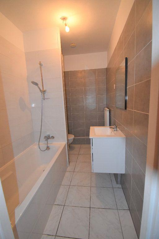 Appartement à louer 3 59.76m2 à Courcelles-sur-Nied vignette-3