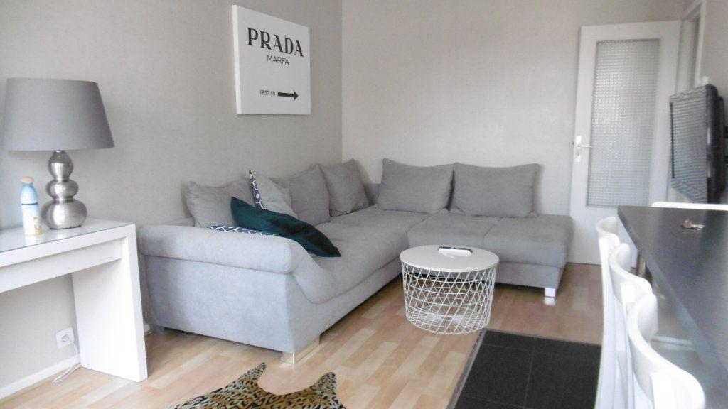 Appartement à louer 2 49.7m2 à Metz vignette-1