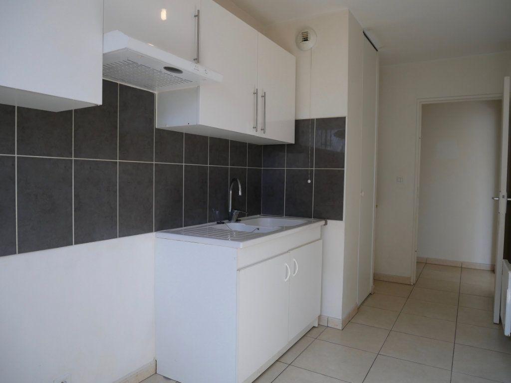 Appartement à vendre 3 71m2 à Saint-Denis-en-Val vignette-3