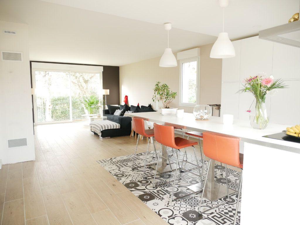 Maison à vendre 6 142m2 à Saint-Denis-en-Val vignette-2