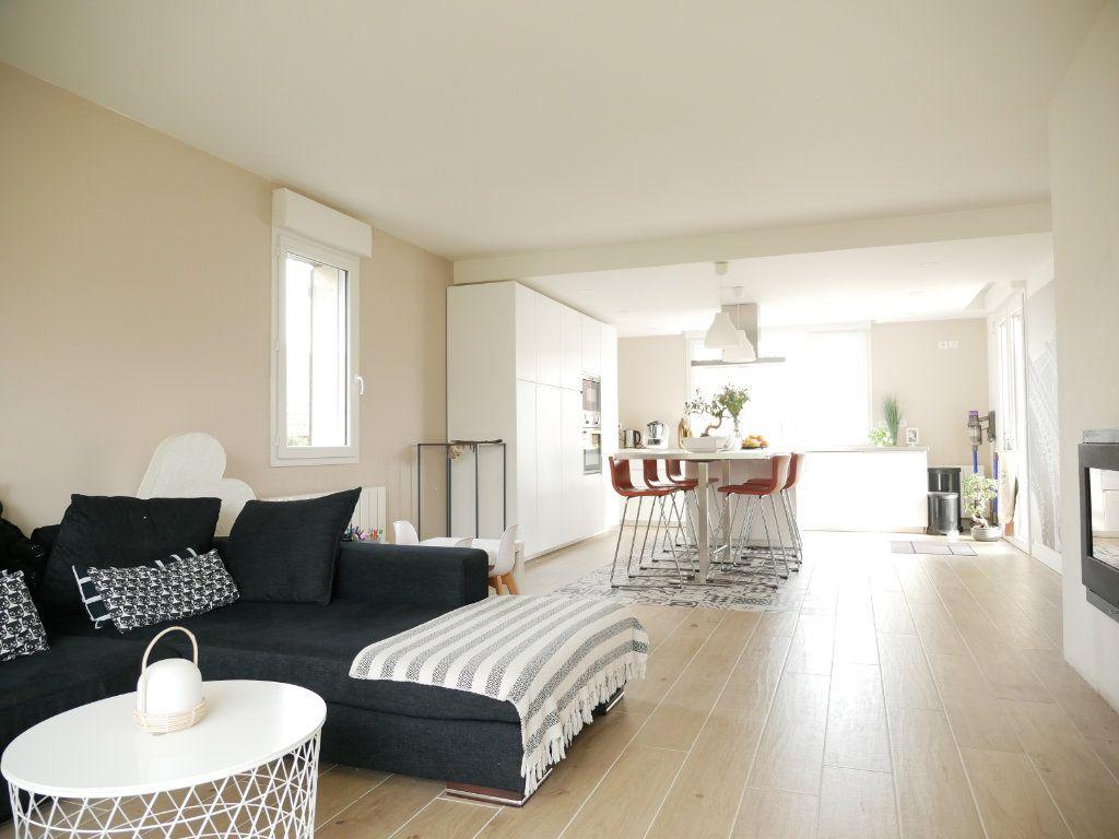 Maison à vendre 6 142m2 à Saint-Denis-en-Val vignette-3