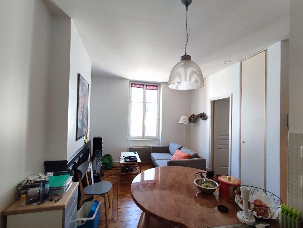 Appartement à louer 2 32m2 à Orléans vignette-2