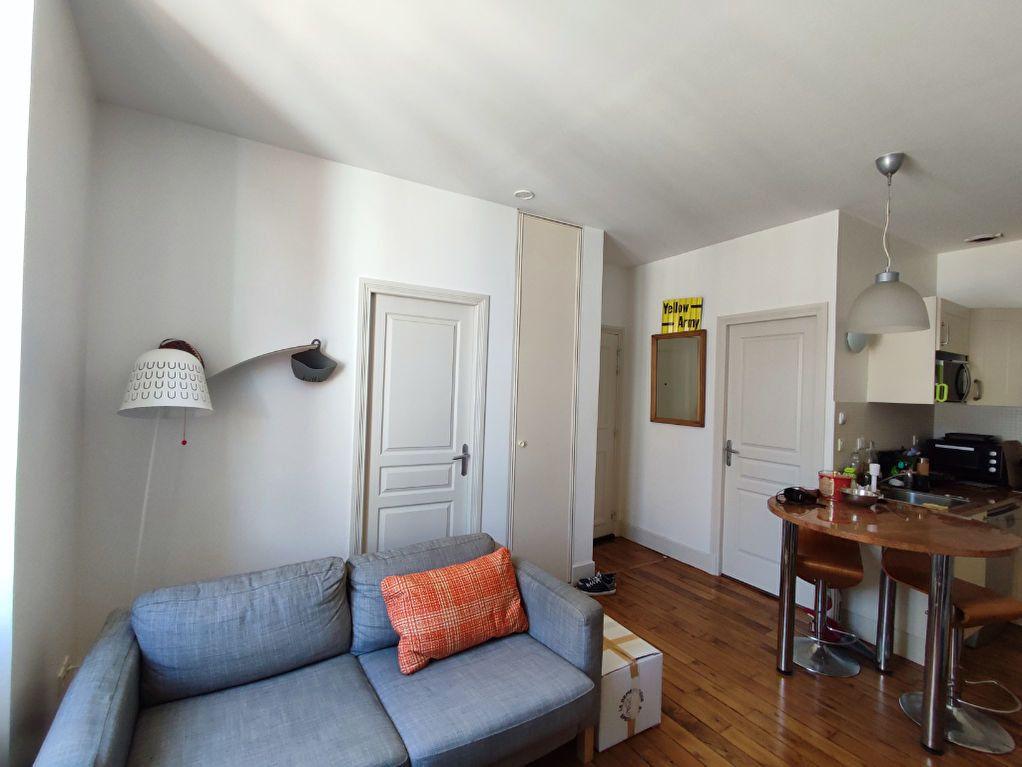 Appartement à louer 2 32m2 à Orléans vignette-3