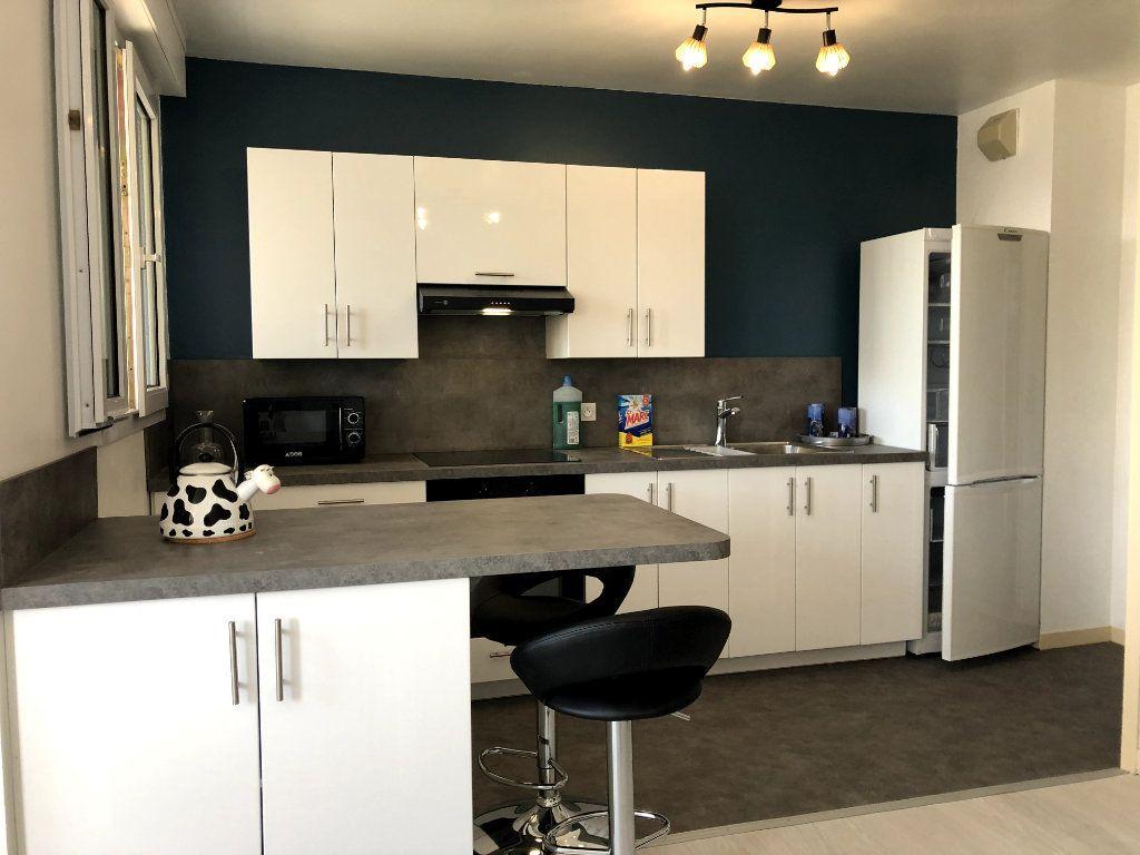 Appartement à louer 2 53m2 à Orléans vignette-3