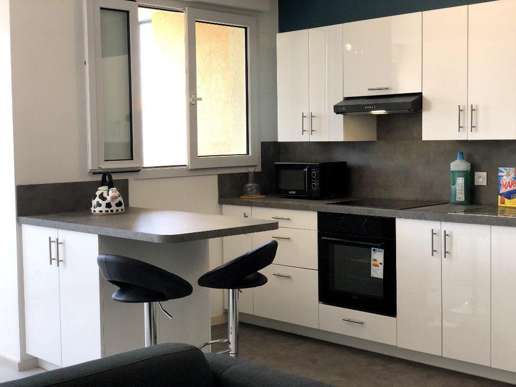 Appartement à louer 2 53m2 à Orléans vignette-4