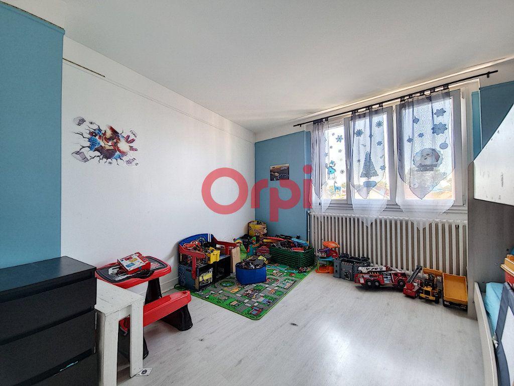 Appartement à vendre 3 71.2m2 à Beauchamp vignette-3