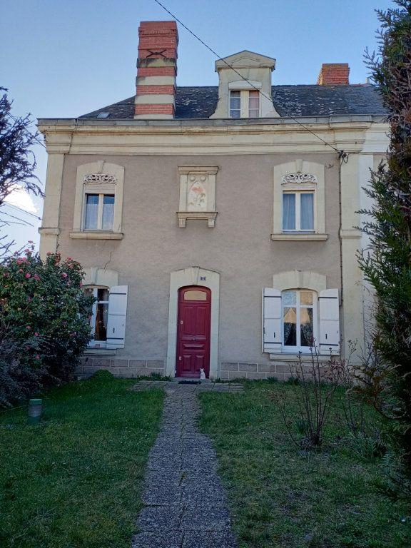 Maison à vendre 8 130m2 à Les Ponts-de-Cé vignette-1