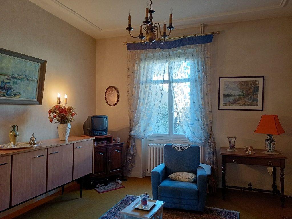 Maison à vendre 8 130m2 à Les Ponts-de-Cé vignette-3