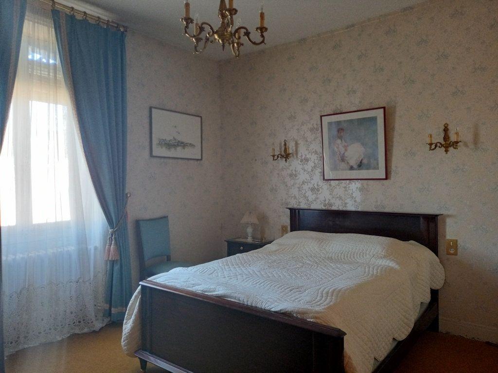 Maison à vendre 8 130m2 à Les Ponts-de-Cé vignette-5