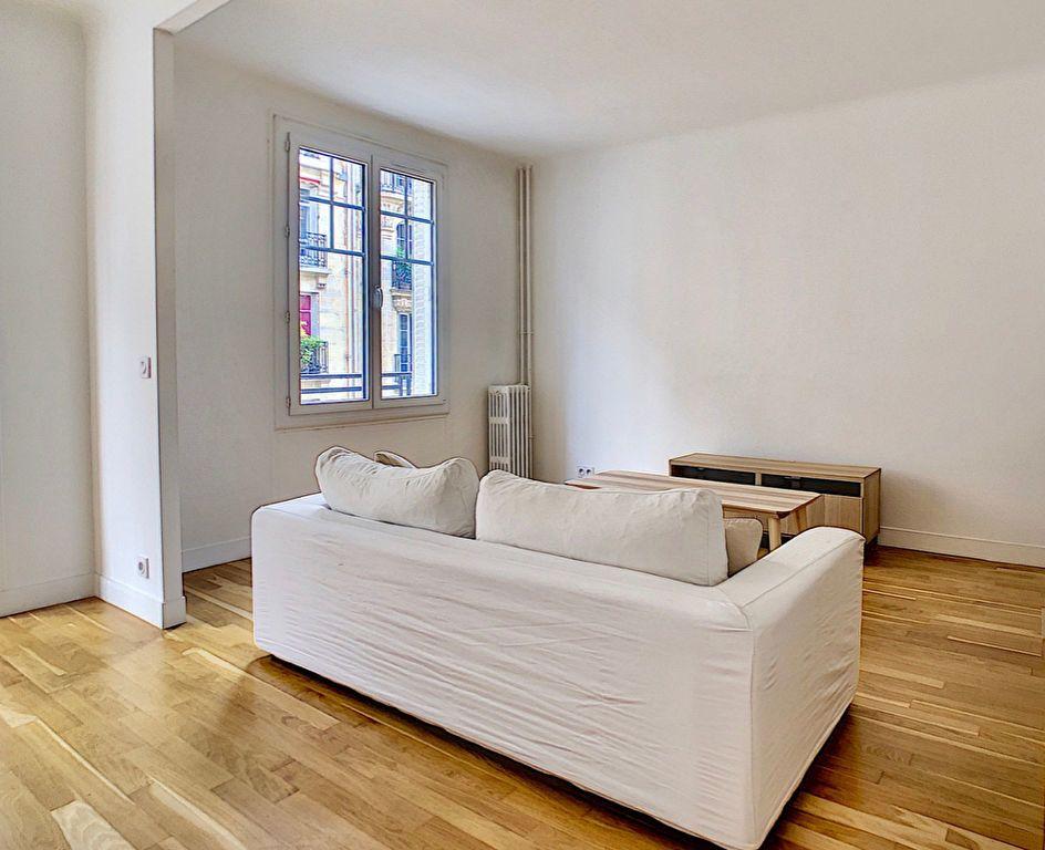 Appartement à louer 3 80m2 à Paris 15 vignette-4