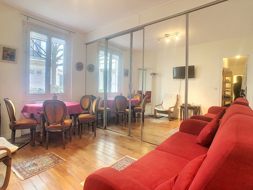 Appartement à louer 2 39m2 à Paris 14 vignette-1
