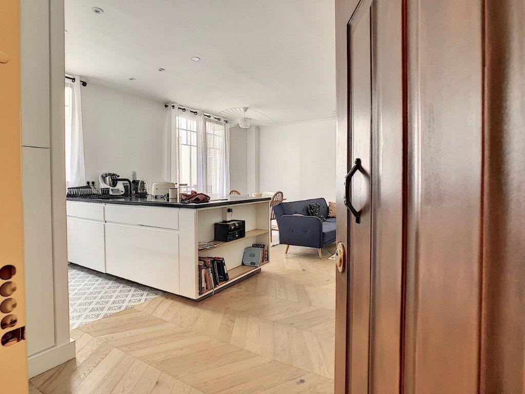 Appartement à vendre 3 70m2 à Paris 15 vignette-1