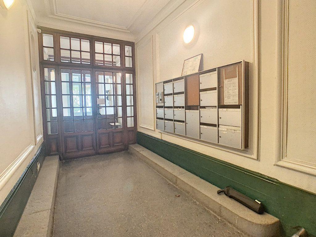 Appartement à vendre 3 53.25m2 à Paris 14 vignette-3
