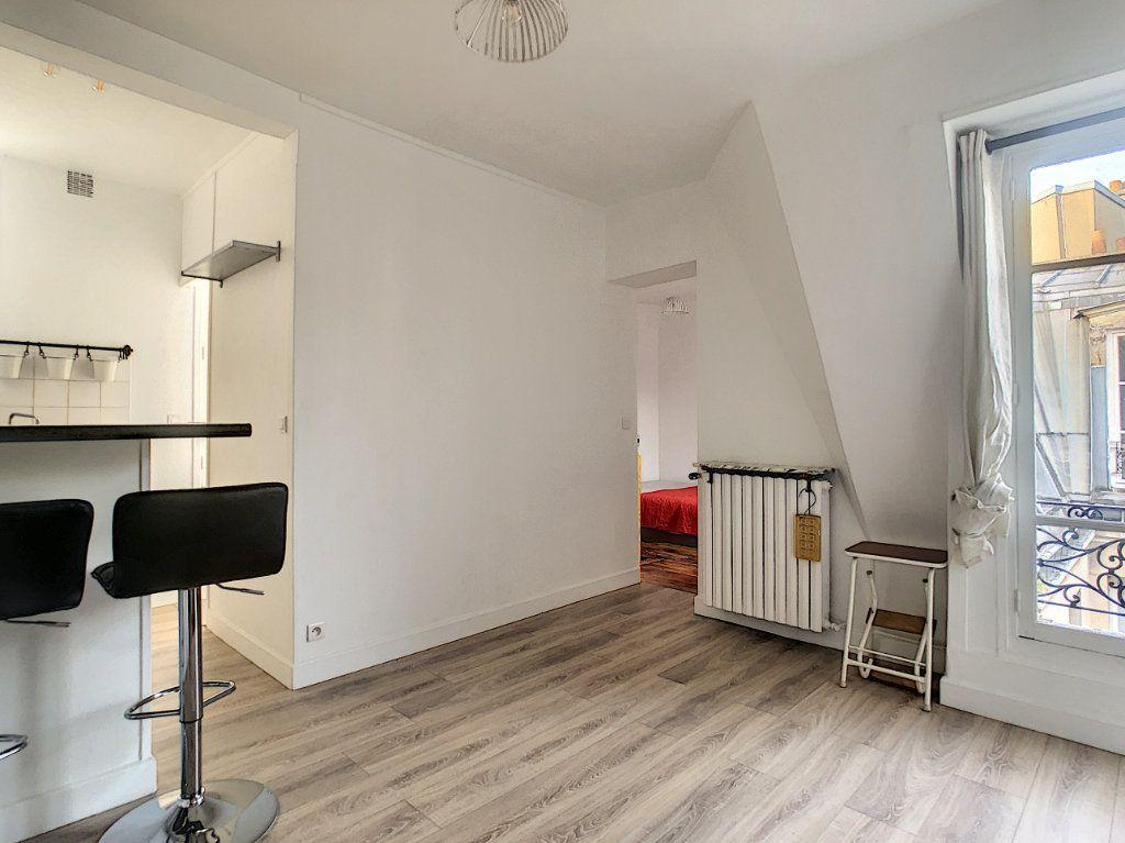 Appartement à louer 2 28m2 à Paris 11 vignette-1