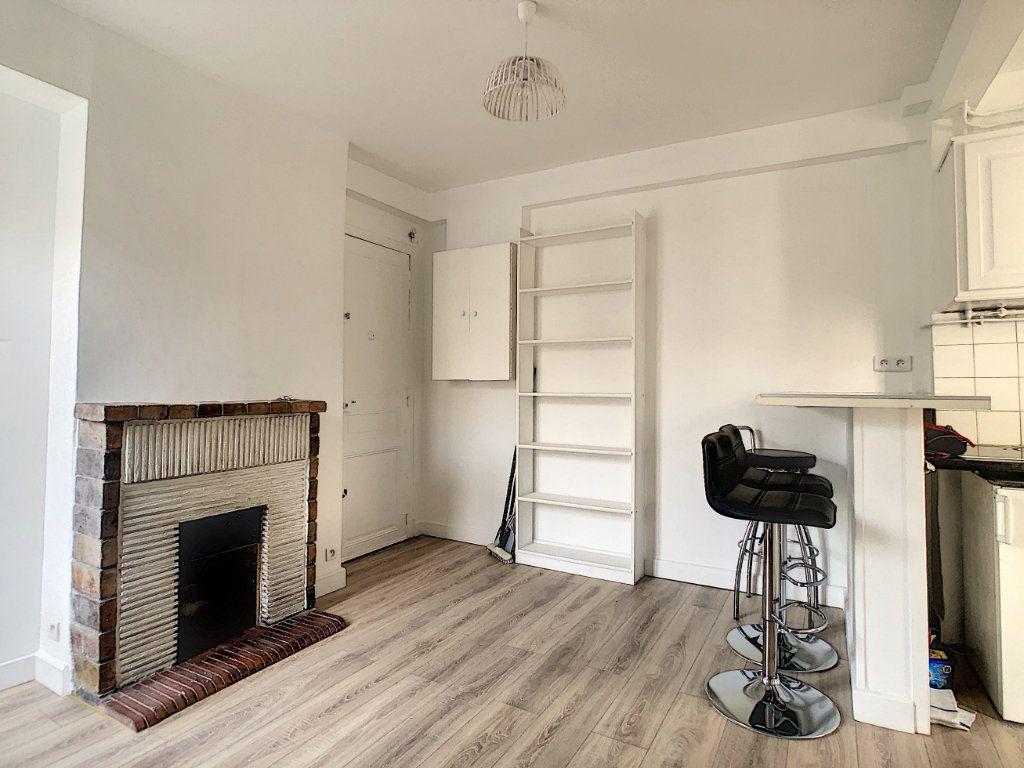 Appartement à louer 2 28m2 à Paris 11 vignette-3
