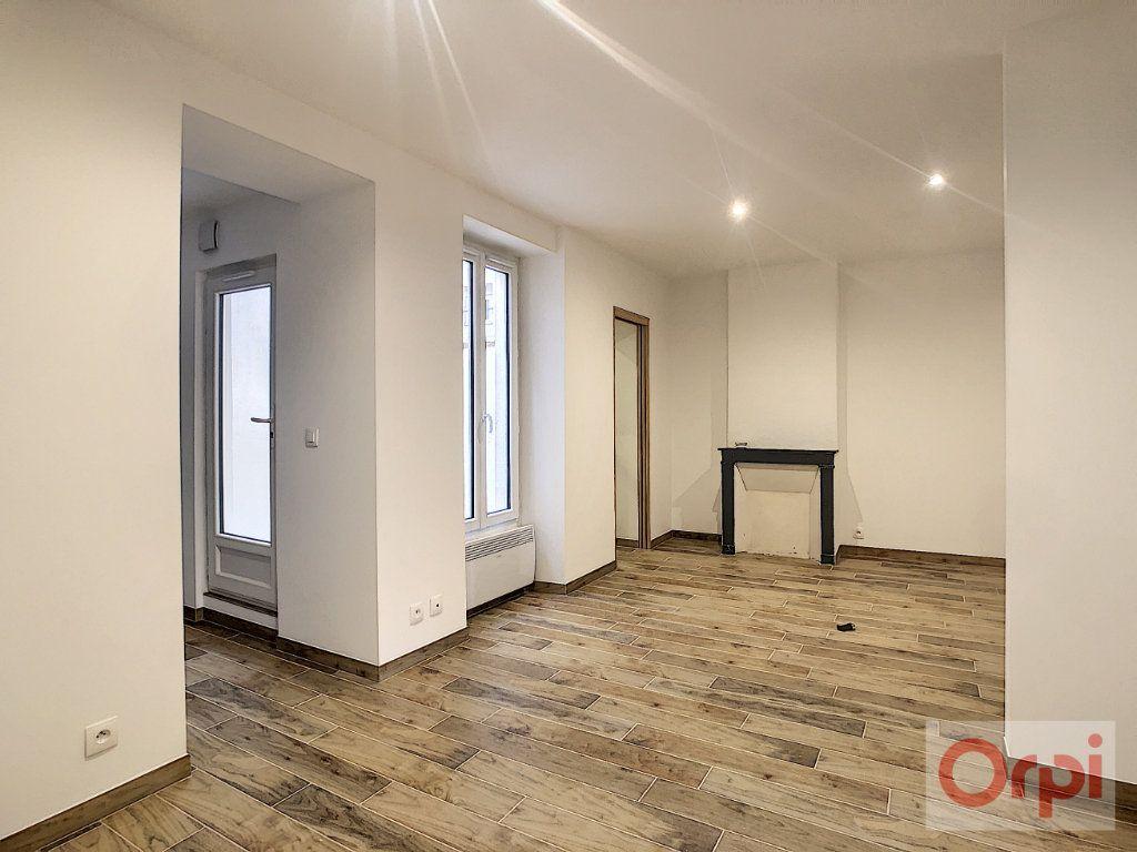 Appartement à louer 2 42m2 à Paris 14 vignette-3
