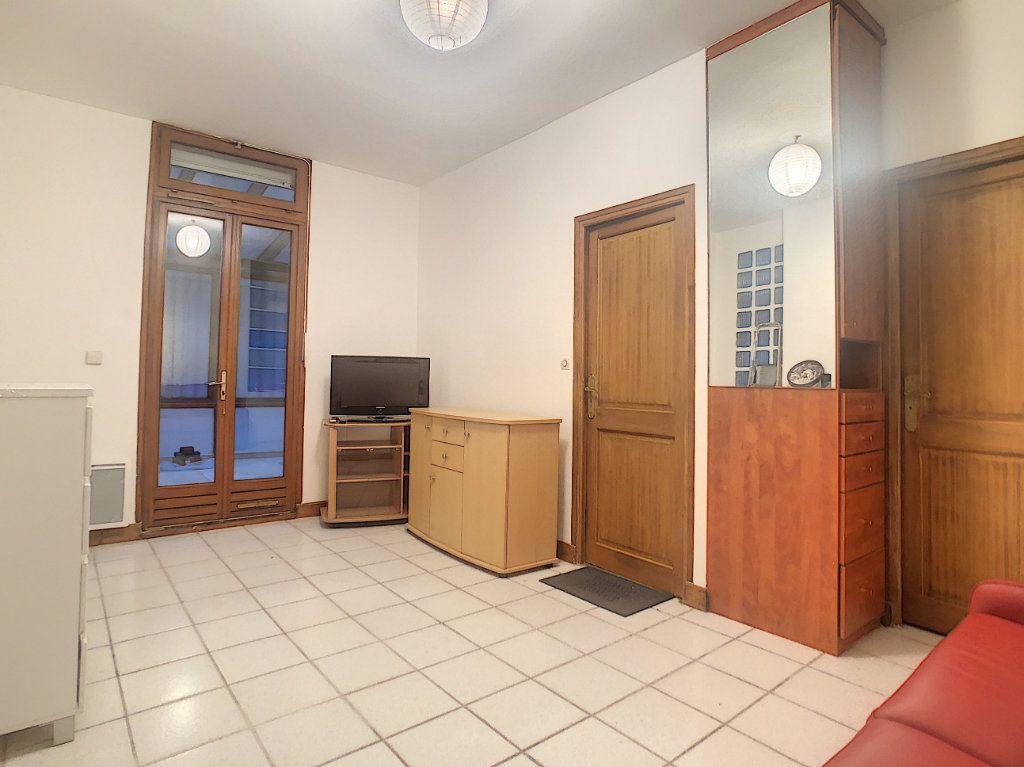 Appartement à louer 3 35.79m2 à Paris 14 vignette-3