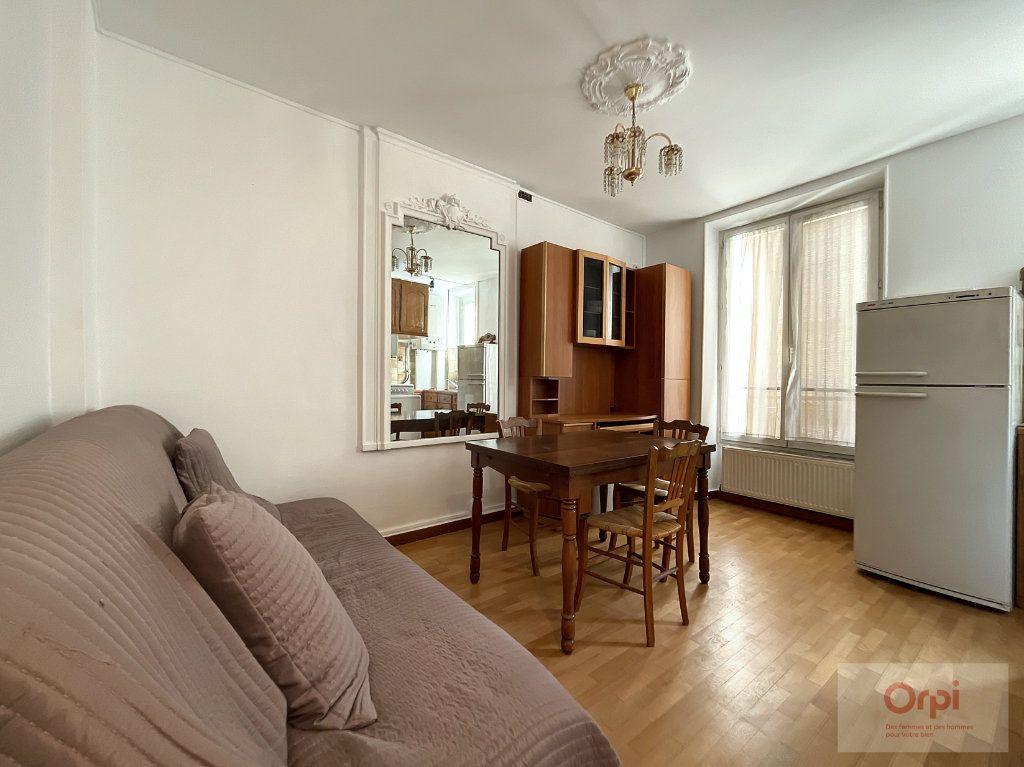 Appartement à louer 2 28m2 à Paris 14 vignette-1
