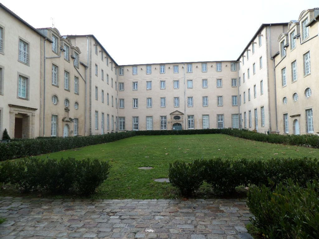 Appartement à louer 5 101m2 à Limoges vignette-1