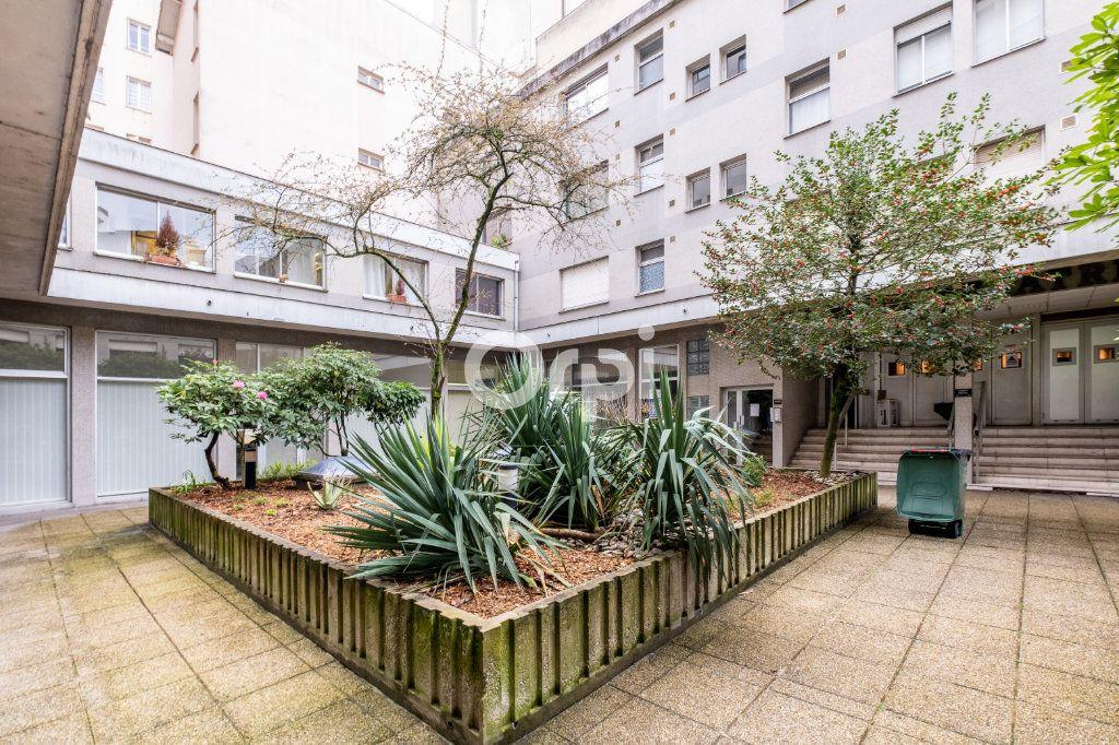 Appartement à louer 1 25m2 à Limoges vignette-6