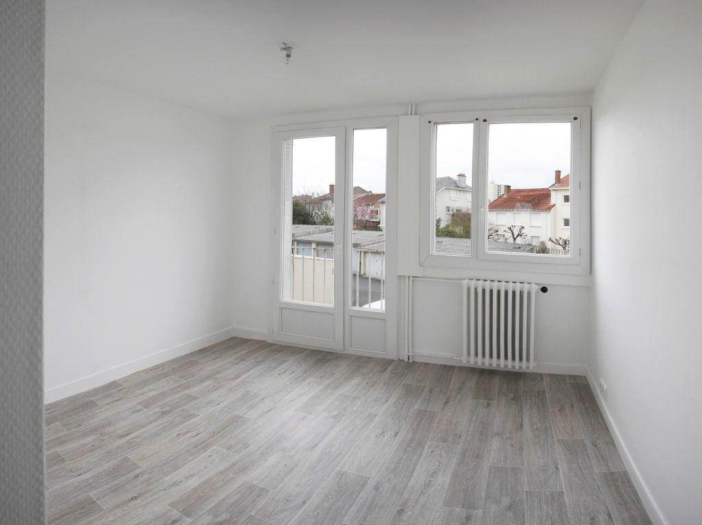 Appartement à louer 3 58m2 à Limoges vignette-4