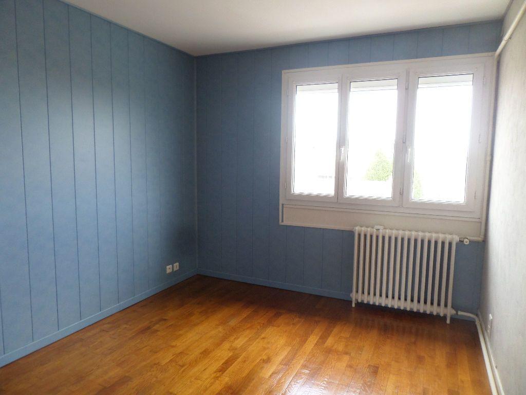 Appartement à louer 3 65.08m2 à Limoges vignette-5