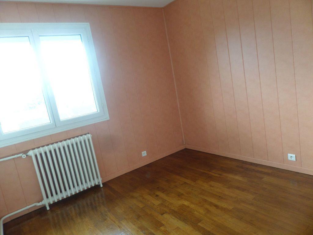 Appartement à louer 3 65.08m2 à Limoges vignette-6