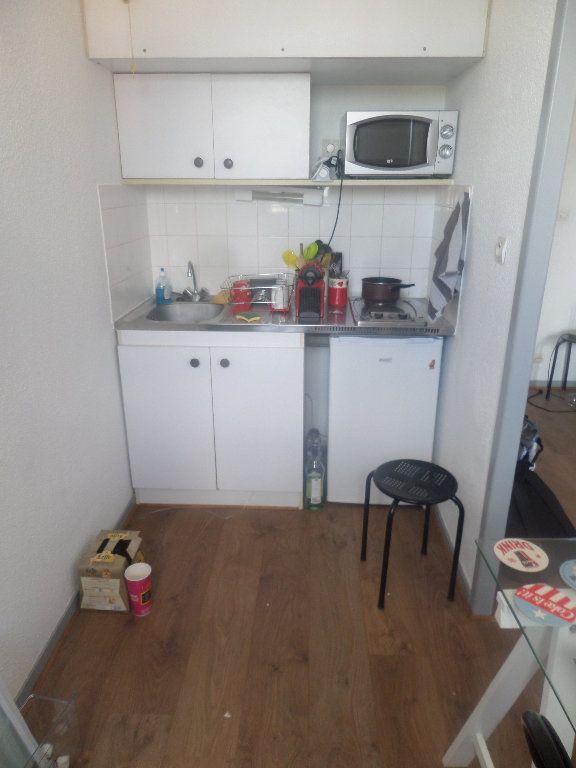 Appartement à louer 1 23.91m2 à Limoges vignette-3