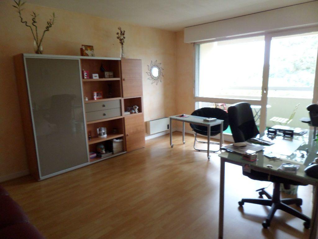 Appartement à louer 2 54m2 à Limoges vignette-2