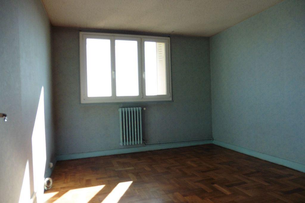 Appartement à louer 4 77.94m2 à Limoges vignette-4