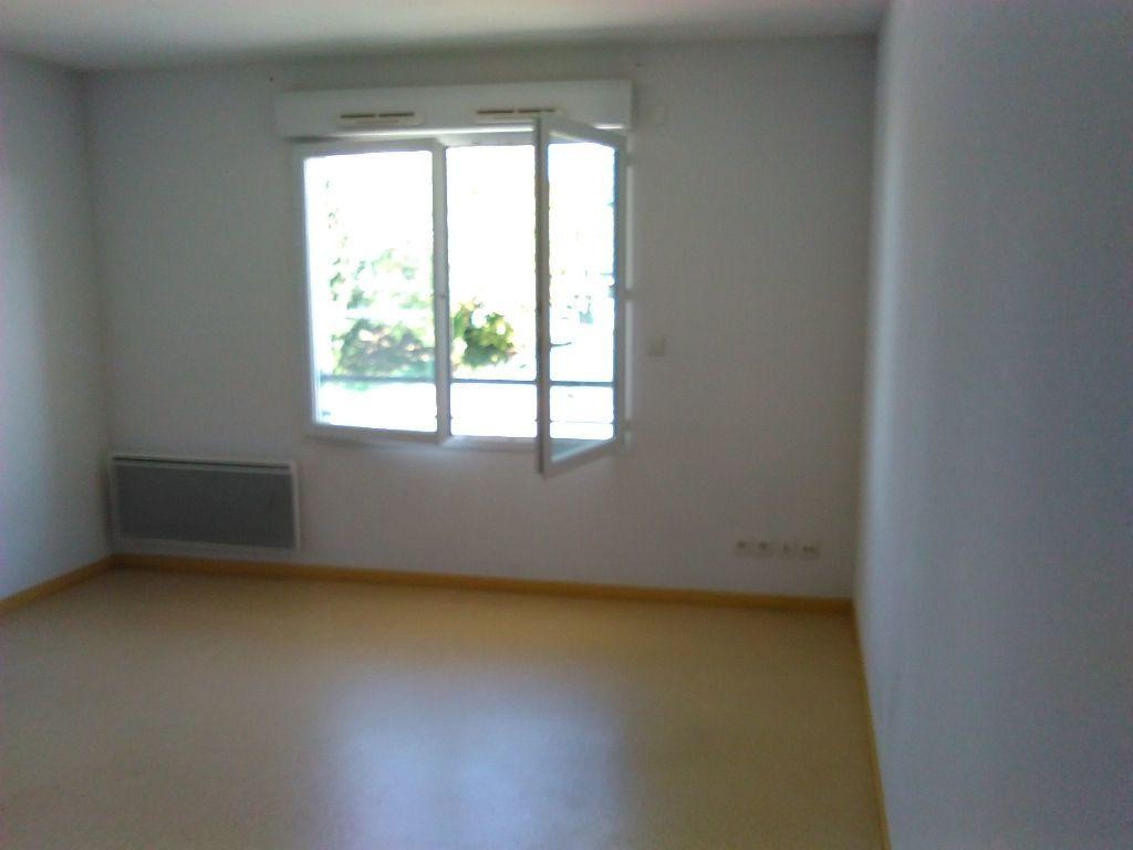 Appartement à louer 1 24m2 à Limoges vignette-3