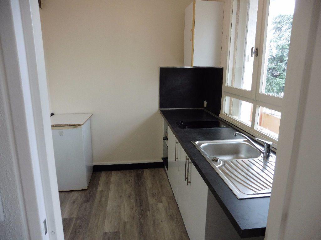Appartement à louer 1 28.76m2 à Limoges vignette-3