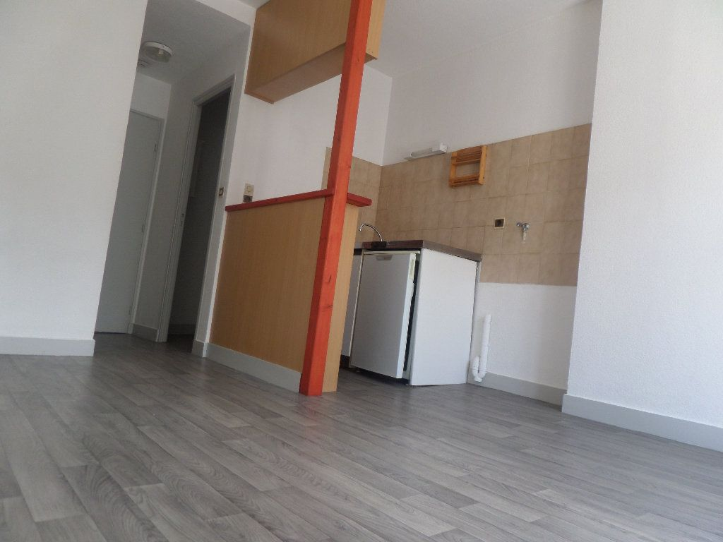Appartement à louer 2 26.7m2 à Limoges vignette-4