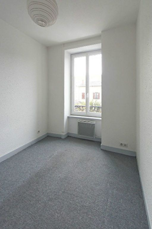 Appartement à louer 3 38m2 à Limoges vignette-3