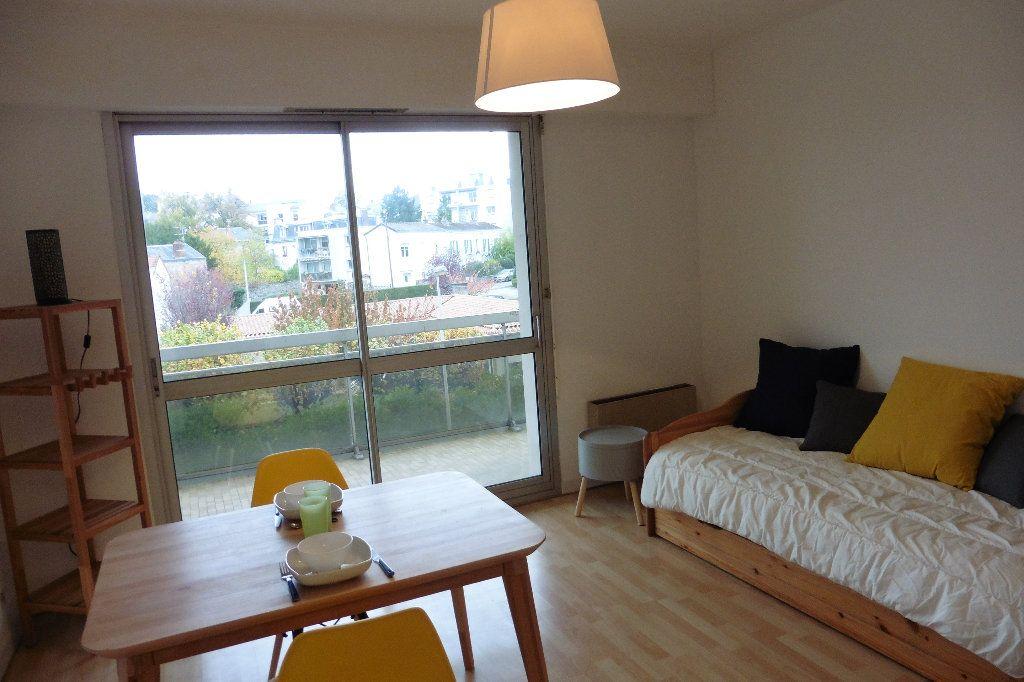 Appartement à louer 1 22.92m2 à Limoges vignette-1