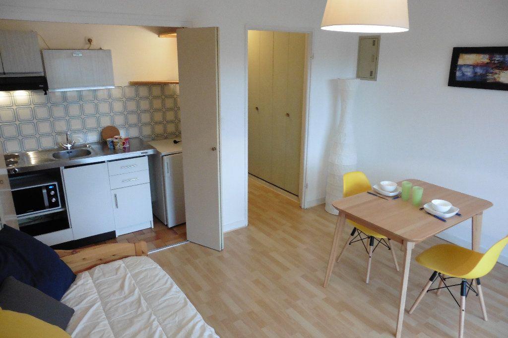 Appartement à louer 1 22.92m2 à Limoges vignette-2