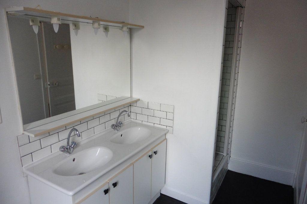 Appartement à louer 4 94.9m2 à Limoges vignette-11