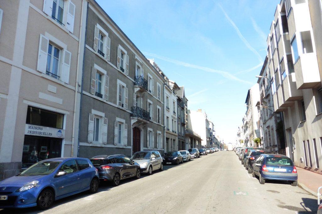 Appartement à louer 4 100.24m2 à Limoges vignette-11
