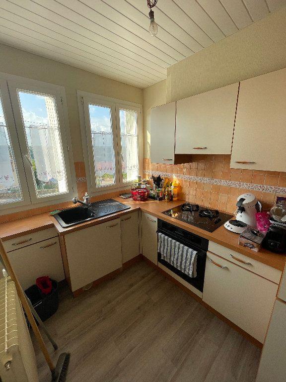 Appartement à louer 3 58.25m2 à Limoges vignette-3