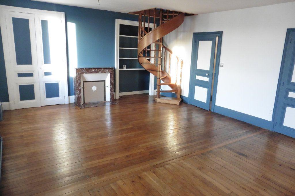 Appartement à louer 4 94.05m2 à Limoges vignette-1