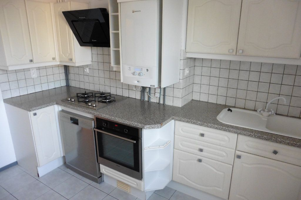 Appartement à louer 4 94.05m2 à Limoges vignette-2