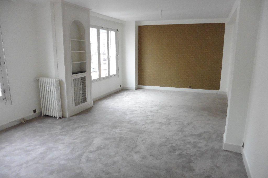 Appartement à louer 4 92.82m2 à Limoges vignette-2