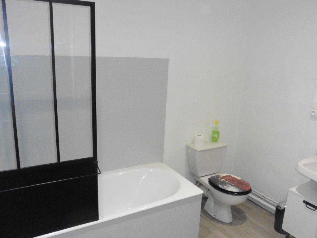 Appartement à louer 3 48.06m2 à Limoges vignette-6