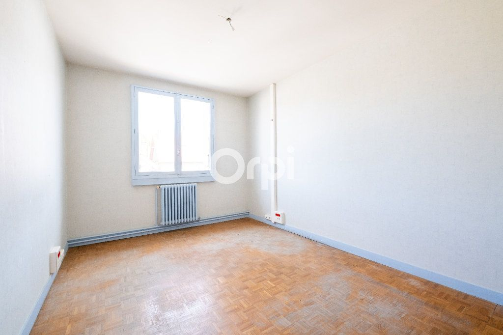 Immeuble à vendre 0 300m2 à Pierre-Buffière vignette-9